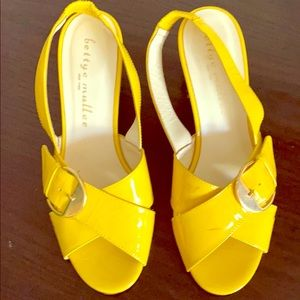 Yellow Pumps with buckle